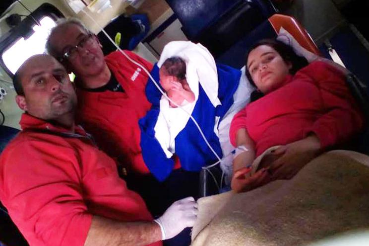 Bombeiros ajudam mãe a dar à luz no IC3