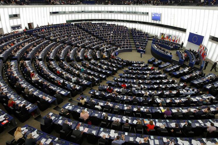Parlamento Europeu pede fim dos vistos gold devido aos riscos
