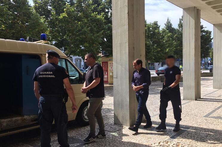 Prisão para autores de assaltos a garagens no norte do país