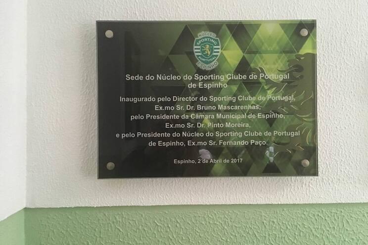 Janela lateral foi usada para a entrada nas instalações do Núcleo do Sporting em Espinho