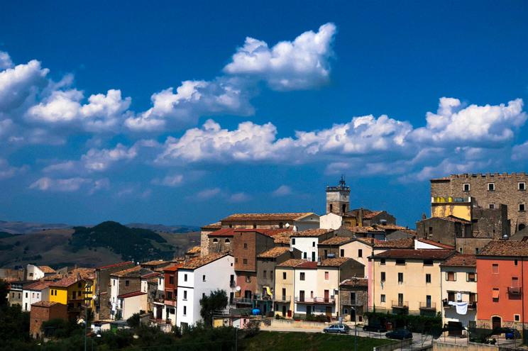Região de Itália oferece 700 euros por mês a quem se mudar para lá