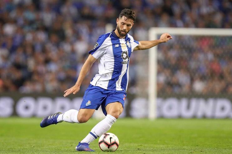 """Espanhóis colocam Felipe """"a um passo do Atlético Madrid"""""""