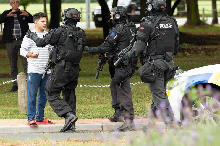 """YouTube retirou """"dezenas de milhares"""" de vídeos do ataque na Nova Zelândia"""