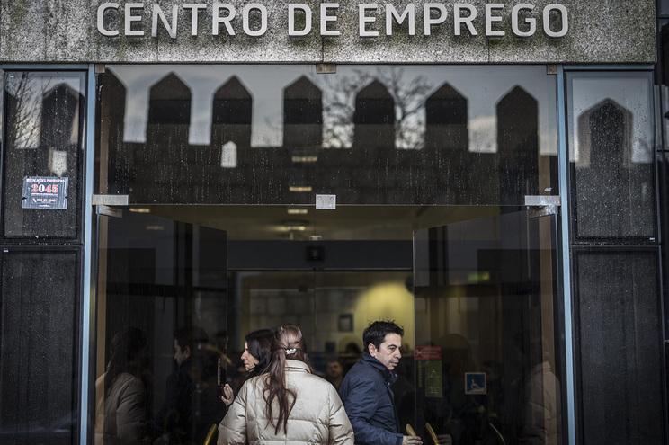 Taxa de desemprego de 6,7% no 4.º trimestre