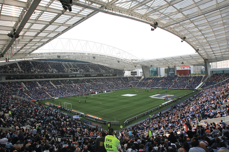 Só daqui a três meses se saberá se os estádios poderão ter público