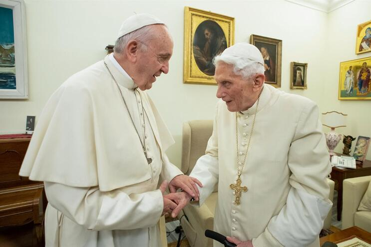 Papa Francisco e o Papa emérito Bento XVI