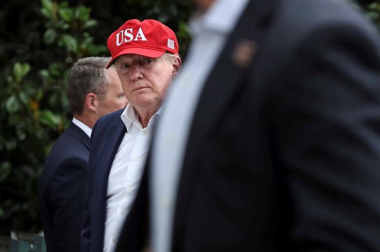 Trump anuncia acordo com o México e suspende taxas alfandegárias