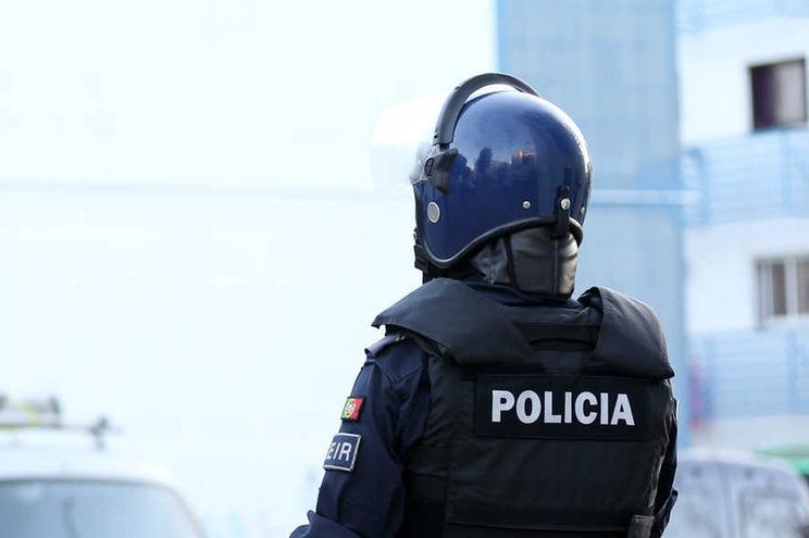 Polícia recebida com pedras no bairro da Cova da Moura