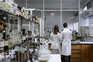 Primeira página em 60 segundos: Militares produzem medicamentos para doenças raras