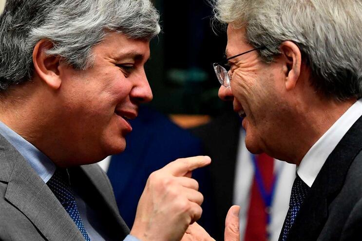 Ministro das Finanças, Mário Centeno, com o comissário europeu da Economia,Paolo Gentiloni