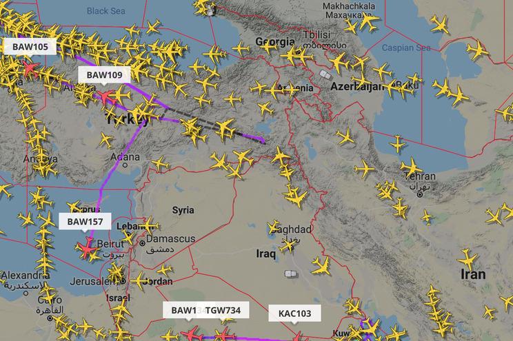 Voos civis a afastarem-se do espaço aéreo do Iraque e do Irão