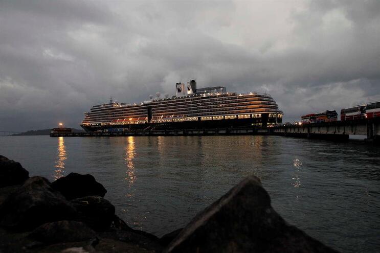 O MS Westerdam, navio de cruzeiro da companhia de navegação norte-americana Holland America Line, atracou