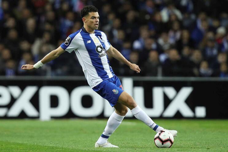 Pepe avança no onze de Sérgio Conceição contra o Fulham
