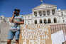 Vendedores da Feira da Ladra pedem isenção de taxas até ao fim do ano