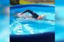 Campeã olímpica treina em piscina insuflável devido à Covid-19