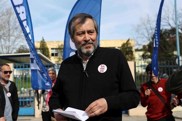 Reunião entre governo e sindicatos dos professores termina sem acordo