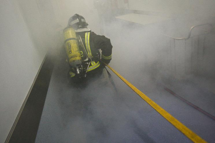 Ardeu laboratório do Hospital de São João durante a madrugada