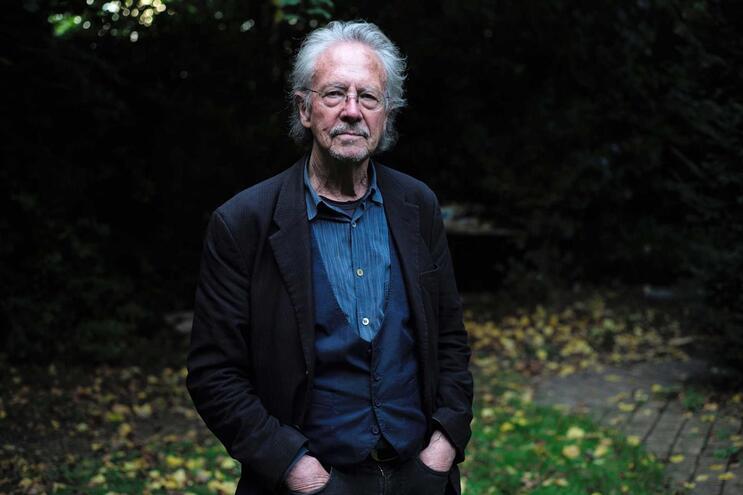 Entrega do Nobel ao escritor Peter Handke no centro da polémica da Academia