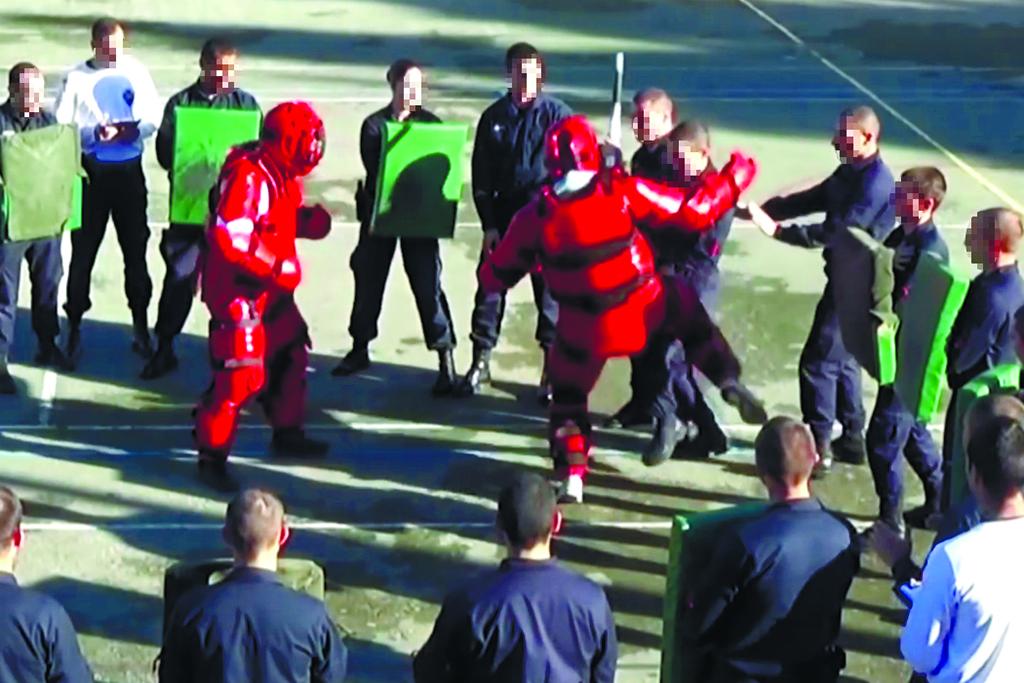 Dez GNR espancados em treinos violentos Image