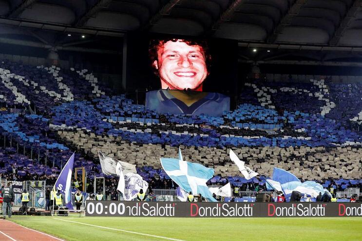 Alguns adeptos da Lazio fizeram saudações fascistas num jogo da Liga Europa
