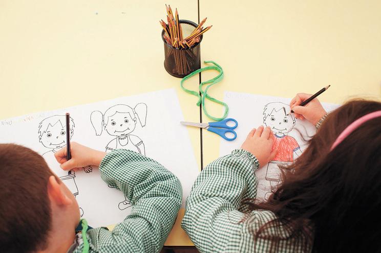 A pré-escola não faz parte do ensino obrigatório, mas contribui para o futuro sucesso escolar das crianças