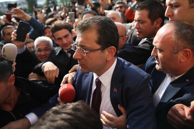 Candidato da oposição na Turquia proclamado vencedor em Istambul