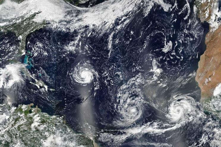 Furacões Florence, Isaac e Helene no Atlântico, a 9 de setembro