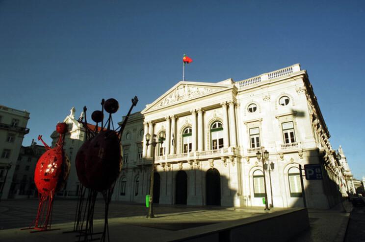 Câmara de Lisboa comprou 18 mil euros de carimbos