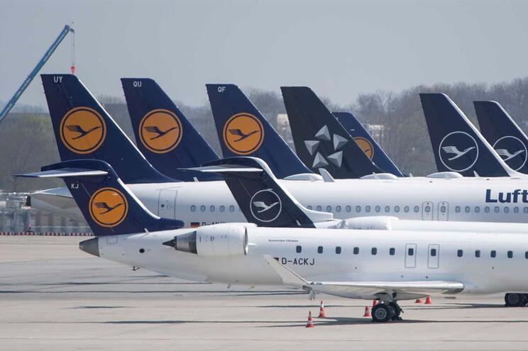 Estão a ser efetuados por dia cerca de 3000 a 4000 voos na Europa, menos 20 a 30 mil do que no mesmo
