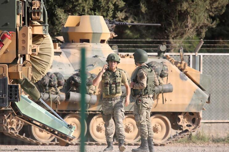Turquia anuncia morte de primeiro soldado na ofensiva contra curdos