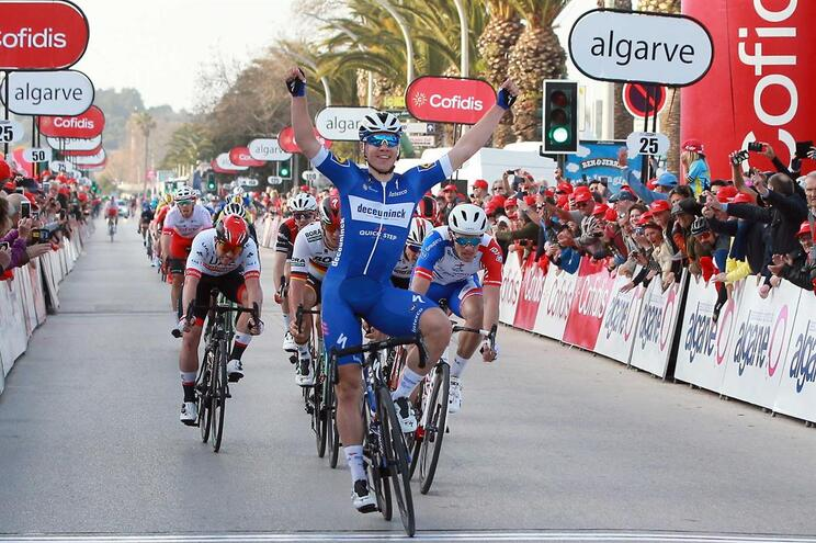 Holandês Fabio Jakobsen vence etapa inaugural da Volta ao Algarve
