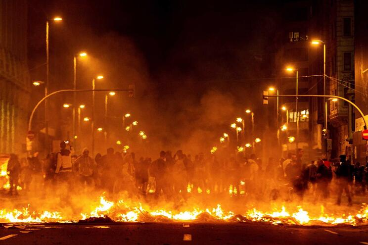 Violência nos protestos da Catalunha já levaram a 25 detenções