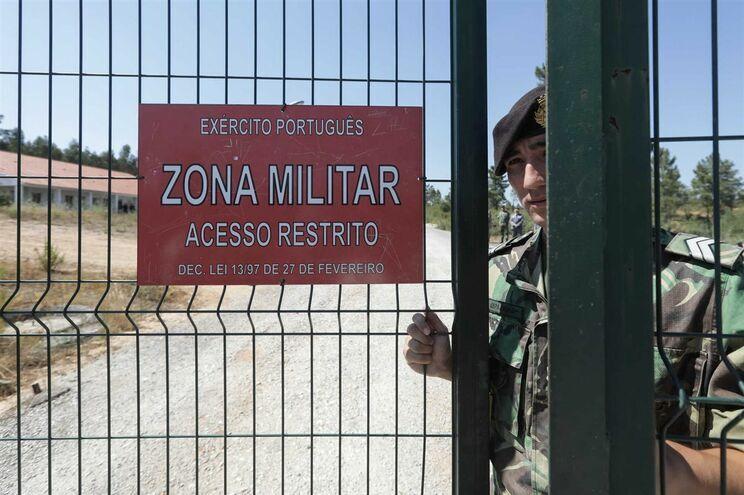 """Governo admite reativar paióis de Tancos, mas depende de """"muito investimento"""""""