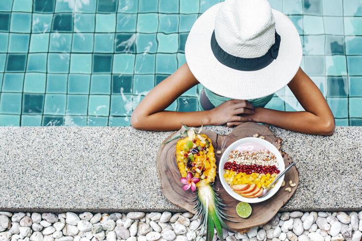 Tudo o que precisa de saber para não engordar nas férias
