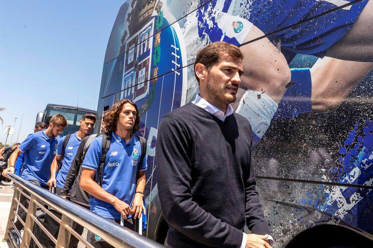 Iker Casillas faz a ligação entre o plantel e a direção do clube azul e branco