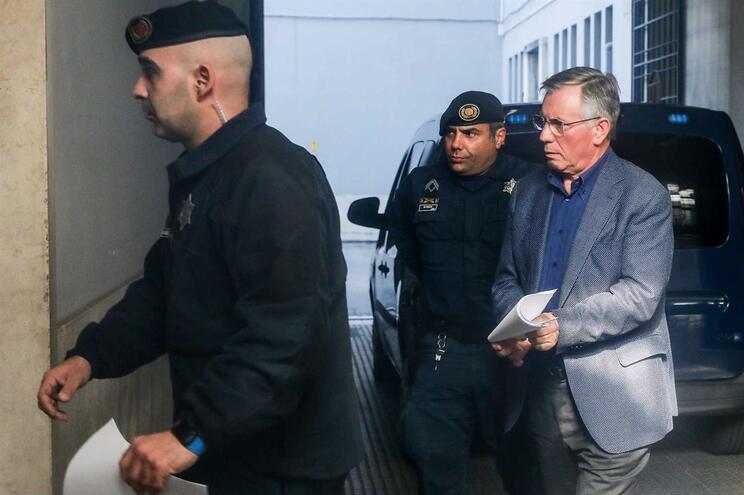 Armando Vara à chegada ao tribunal