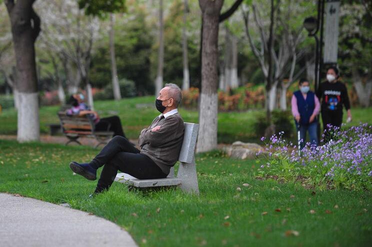 Wuhan começa a regressar  à normalidade após dois meses de quarentena