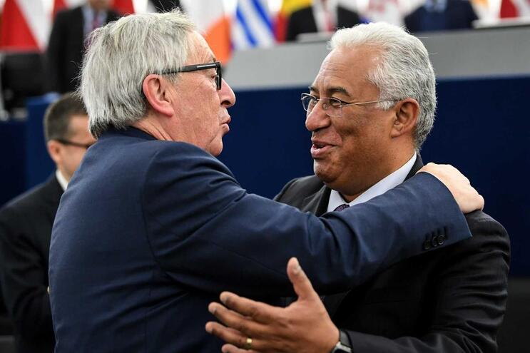 Presidente da Comissão Europeia, Jean-Claude Juncker, e o primeiro-ministro António Costa