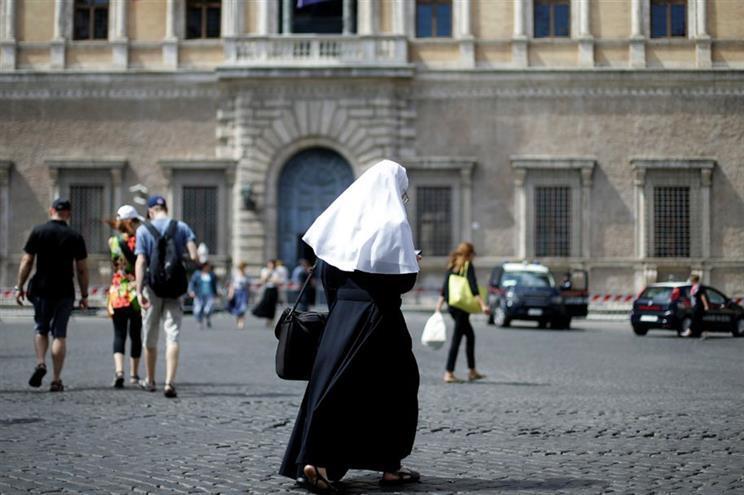 Resultado de imagem para Revista do Vaticano denuncia servidão das freiras