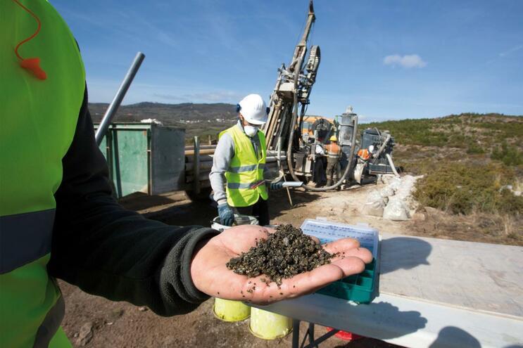 """Governo quer criar """"cluster"""" do lítio e vai lançar concurso para prospeções"""