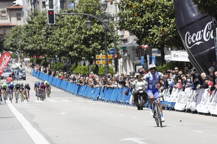 Edgar Pinto corta a meta