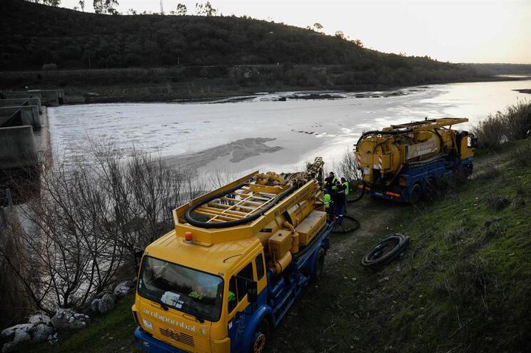 Operação de limpeza dos sedimentos no Tejo terá um custo de 1,2 milhões