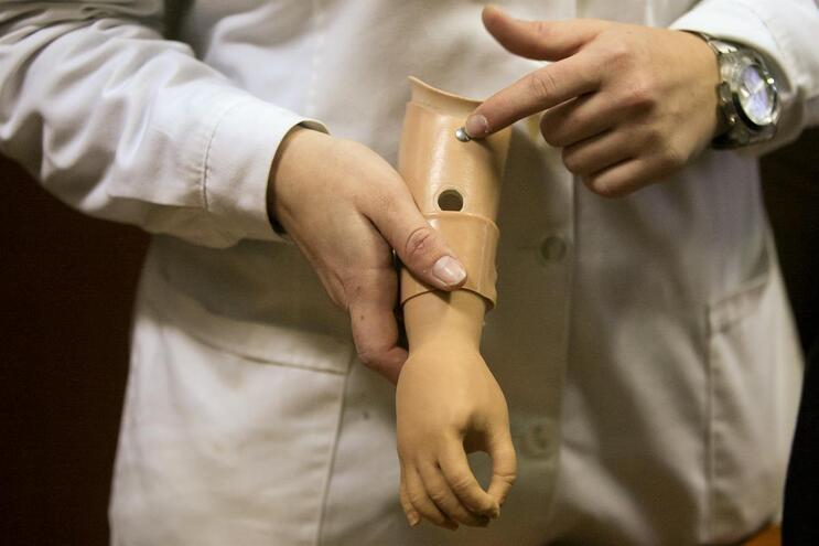 Implantes médicos perigosos: Infarmed descansa portugueses
