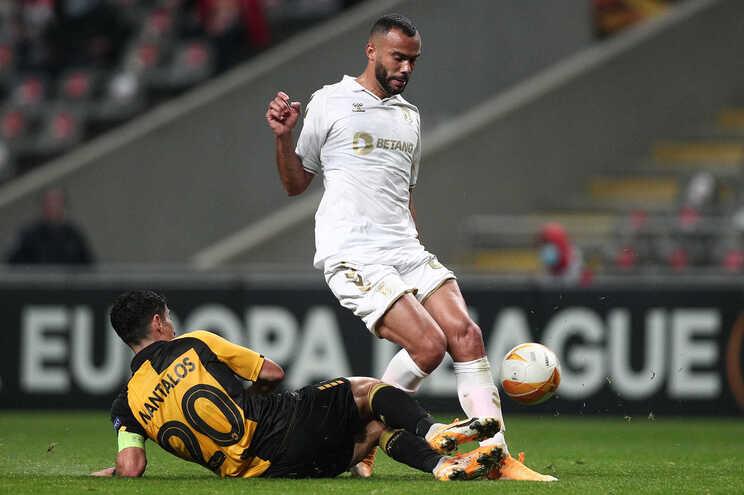 Fransérgio testou positivo à covid-19 e falha jogo com o Leicester