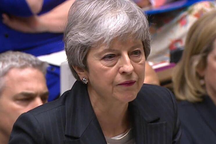 May culpa parlamento e espera que agora aprove Acordo de Saída