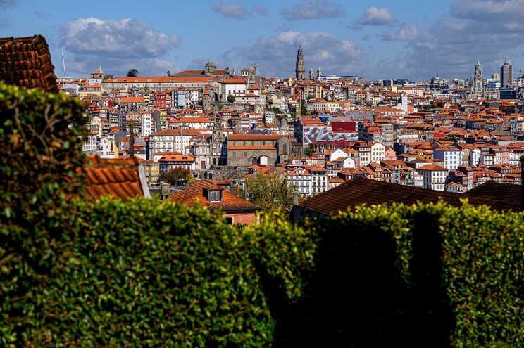 Porto abdicou de 22 milhões de euros para baixar fatura das famílias