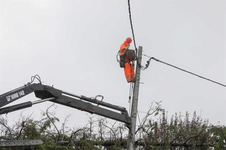 EDP está a repor ligações danificadas pela tempestade Leslie