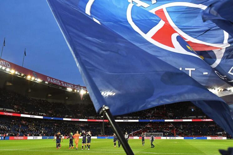 Liga francesa pede empréstimo para pagar direitos televisivos aos clubes