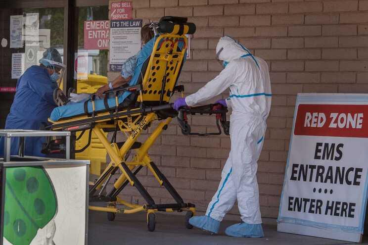 Mais 20128 novas infeções e 692 mortes em 24 horas