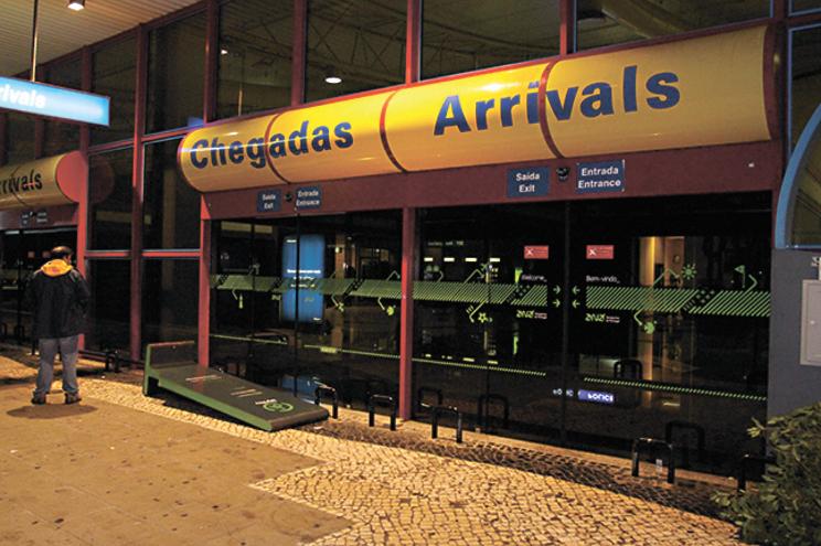 O aeroporto de Faro está fechado durante a noite